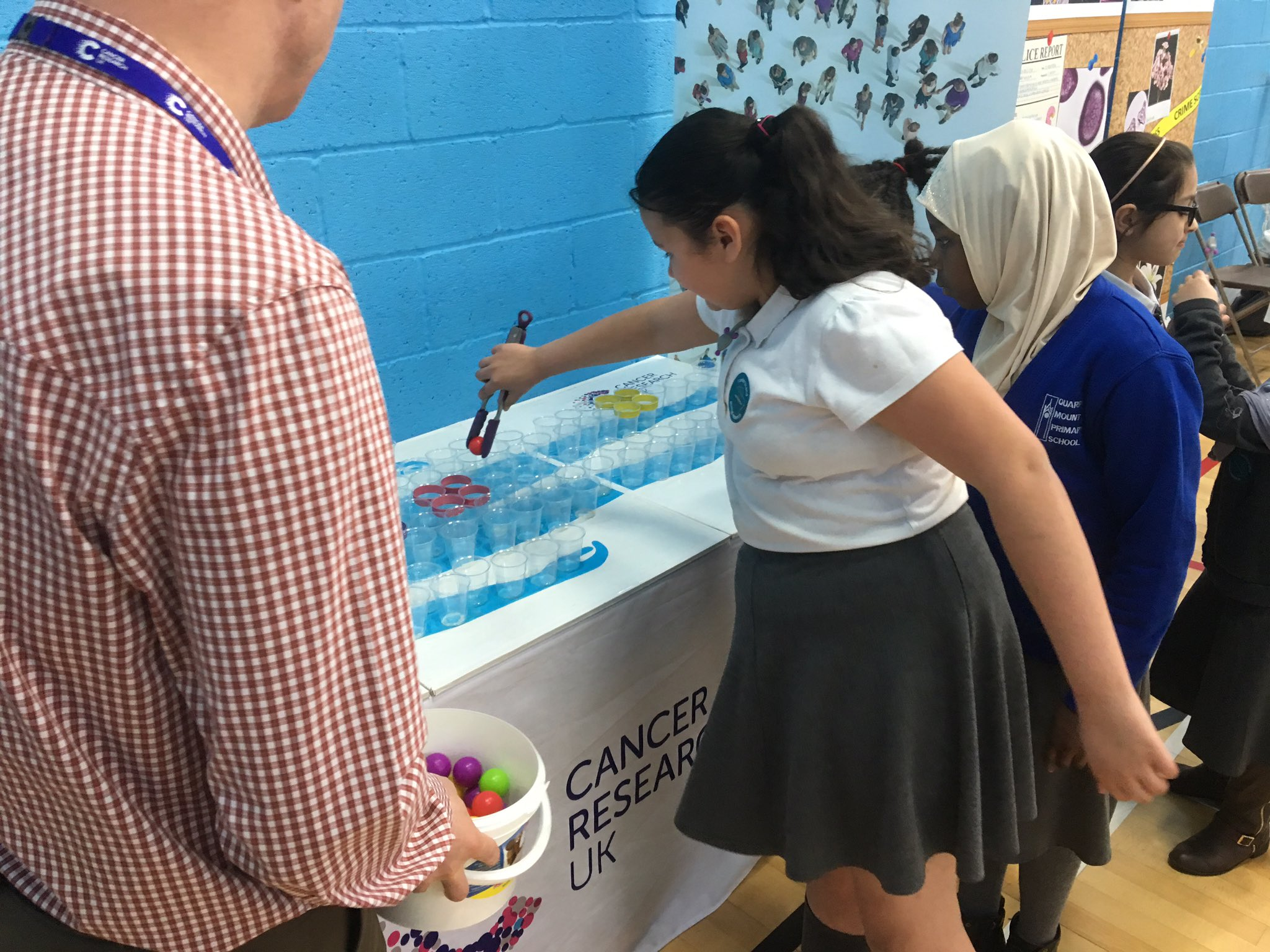 Young doctors treating our poorly patient with targeted therapies at the Discovery Zone this morning @STEMatLeeds #LFoS17 #CR-UK https://t.co/L4UxV8aDw0