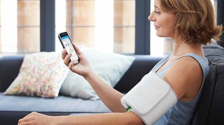 Tensiomètre connecté : quel modèle faut-il choisir ?  http:// sco.lt/7DFWnx  &nbsp;   #tensiomètre #hcsmeufr #IoT #santéconnectée #esanté <br>http://pic.twitter.com/s4UUi0TcMG
