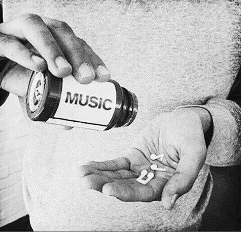 Musique du jour, bonjour  An nou ay   https:// youtu.be/6Vv1wxZAR1k  &nbsp;   @KASSAV_OFFICIAL #music  #musique  #Nostalgie<br>http://pic.twitter.com/0Y5HuBPVHc