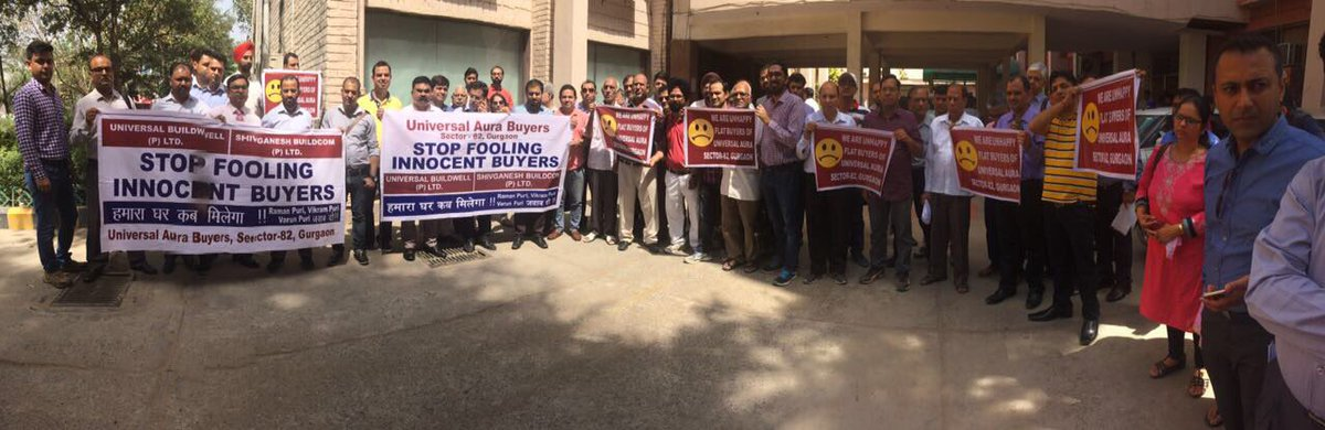 #Gurgaon @UniversalAuraWA buyers #protest delay in delivery. @NDTVProperty  @saurabhchakra<br>http://pic.twitter.com/6wkWsUQxtC
