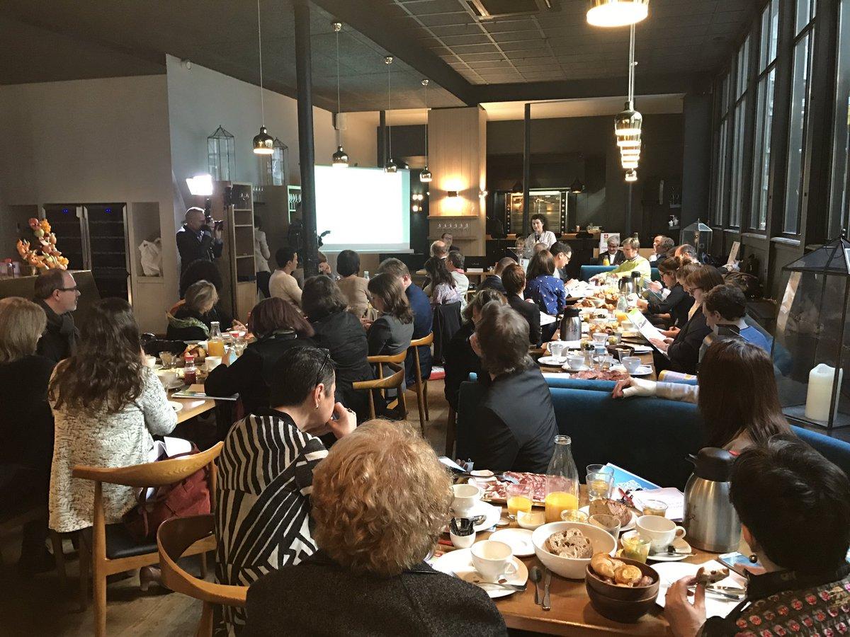 Conférence de presse l&#39;UNFD devient @SaveursCommerce et rassemble 14 311 entreprises du #commerce #alimentaire de #proximité en #France<br>http://pic.twitter.com/ivVdxaz8ly
