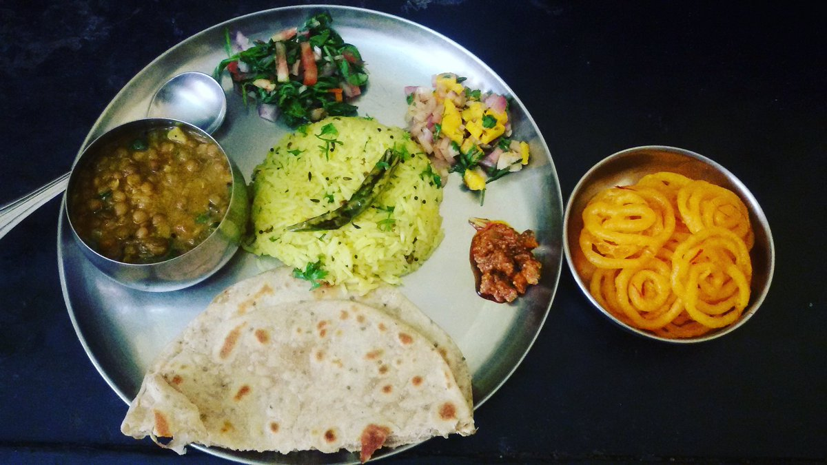 Happy Gudi Padwa and a prosperous new year everyone!   #GudiPadwa2017 #happynewyear #foodblogger #Lunchtime #familytime<br>http://pic.twitter.com/RhP9EiYebZ
