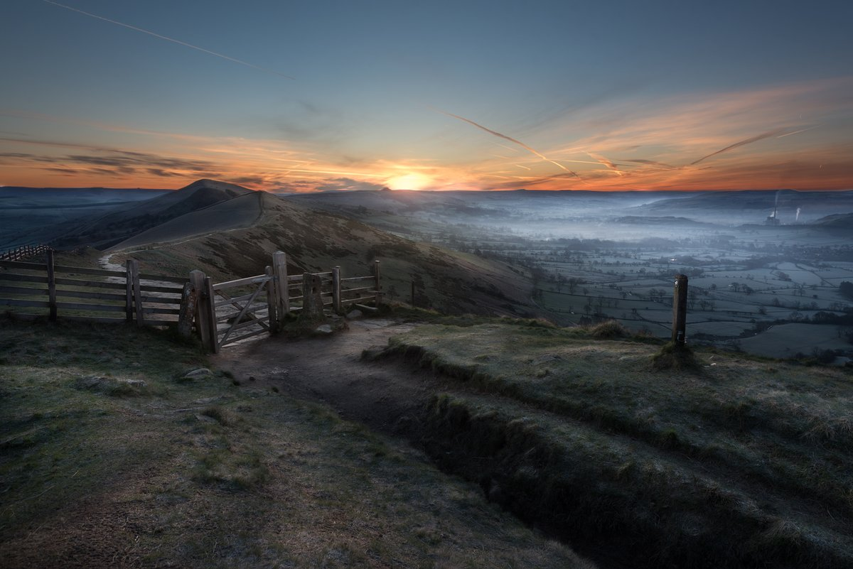 .@PSBrushes enjoys a gorgeous Mam Tor sunrise for his #WexMondays entry https://t.co/UADaObypLX