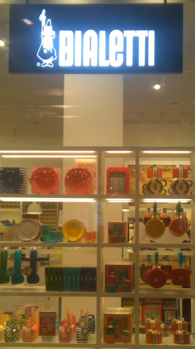 BIALETTI &amp; son univers coloré. A découvrir Passage Pommeraye en dégustant à l&#39;occasion une tasse de café ! #commerce #centreville #nantes<br>http://pic.twitter.com/A6j0UFsh7V