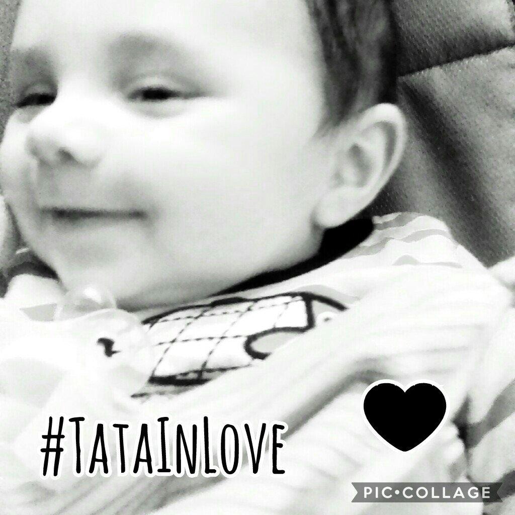 Rien de mieux que le sourire de l&#39;insouciance pour illuminer une journée  #TataInLove #baby #Insouciance #amour<br>http://pic.twitter.com/J59obJCgN9