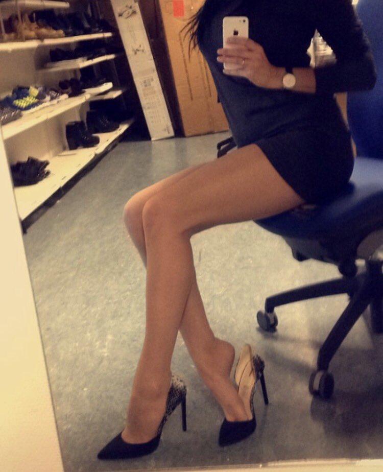 красивые девушки ноги в офисе пришел