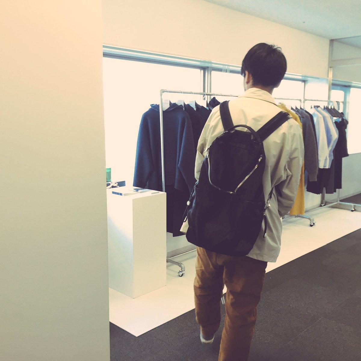 人生初めての展示会行ってきました! 「アウケンリエヴ」デザイナーさんの俵山さんと^ ^  前回のカレンダーイベントでも 衣装使わせていただいてたんです!!  最後の写真はスタイリストの兄貴w