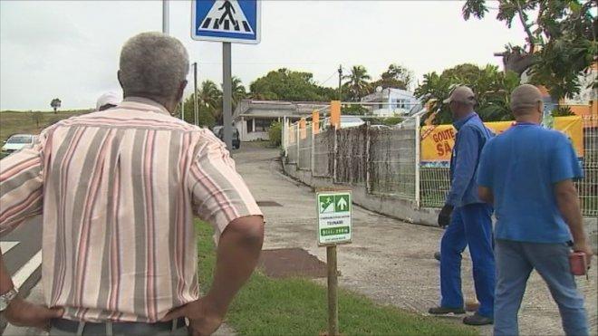 Comment la #Martinique se prépare à l&#39;exercice de simulation de #seisme et de #Tsunami ?  http:// la1ere.francetvinfo.fr/martinique/elu s-habitants-du-francois-se-preparent-au-pire-455203.html &nbsp; …  #outremer #guadeloupe <br>http://pic.twitter.com/LlpcWLwi08