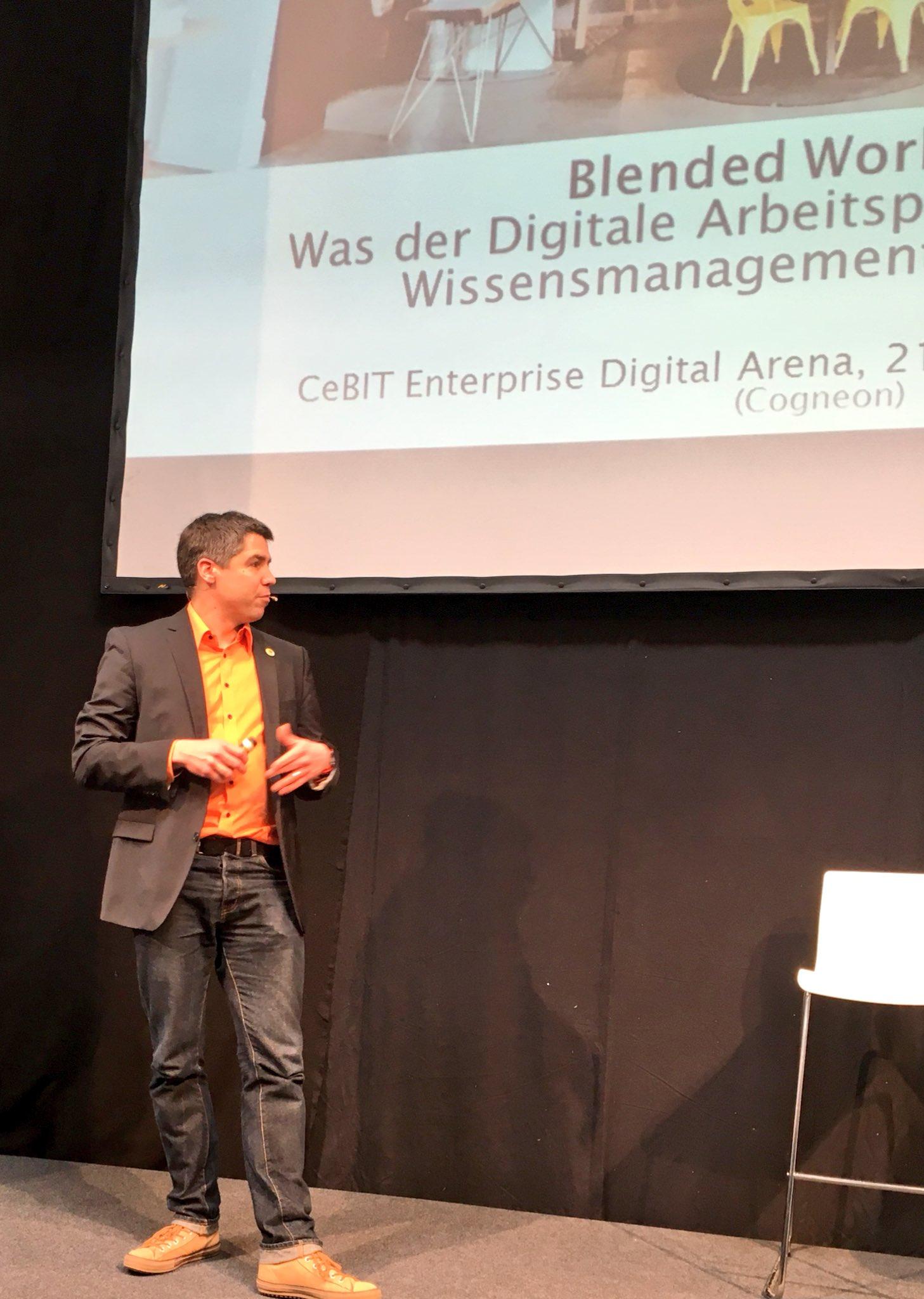"""NOW: @SimonDueckert #cebiteda Blended Workplace:Was kann der digitale Arbeitsplatz von 20 Jahren Wissensmanagement lernen?"""" https://t.co/Gv2r5M1PRW"""