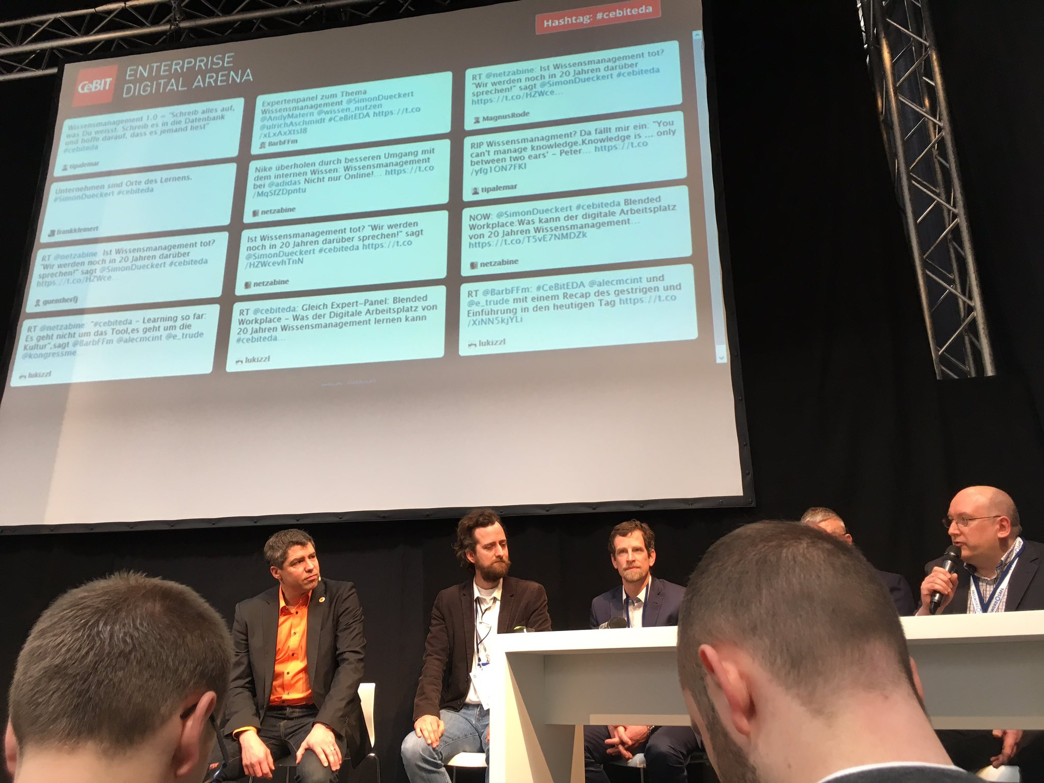 Marcus Hampel auf dem Podium der @cebit Enterprise Digital Arena zu #Kollaboration und #Wissensmanagement. #cebiteda https://t.co/wpHv5fx5dq