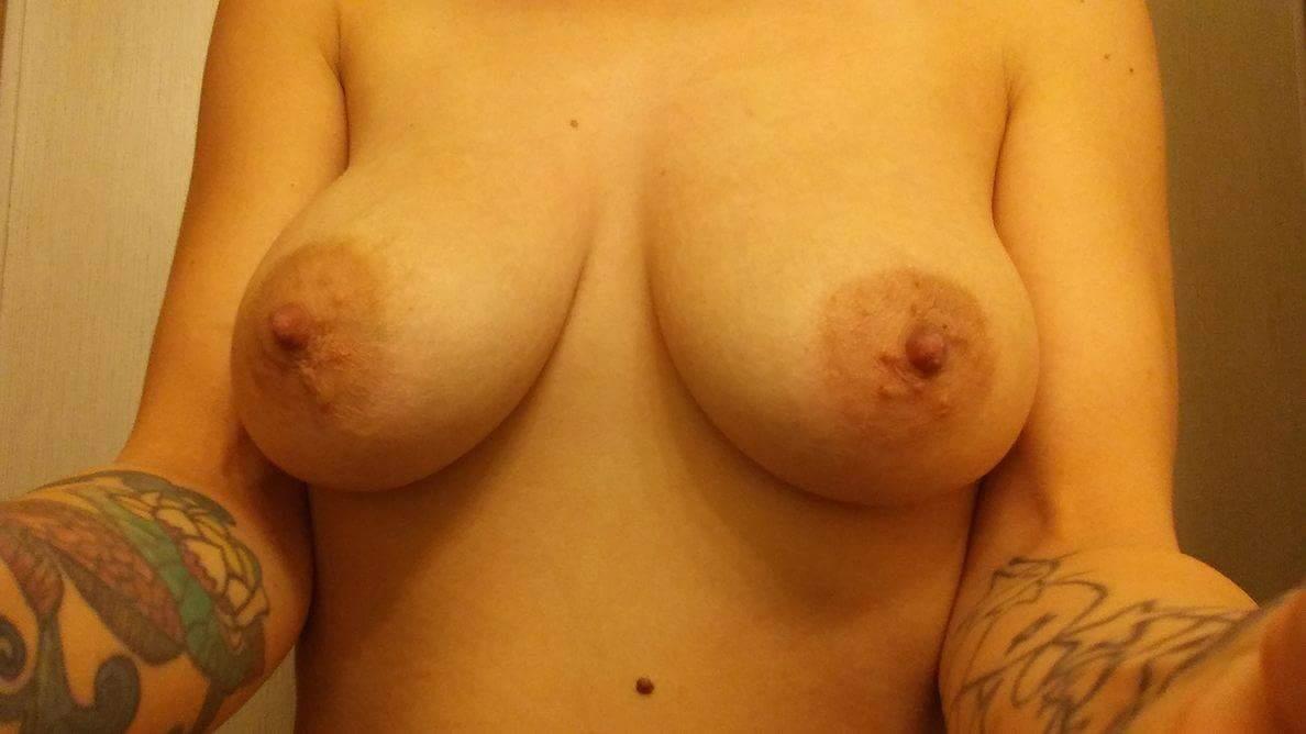 Nude Selfie 10984
