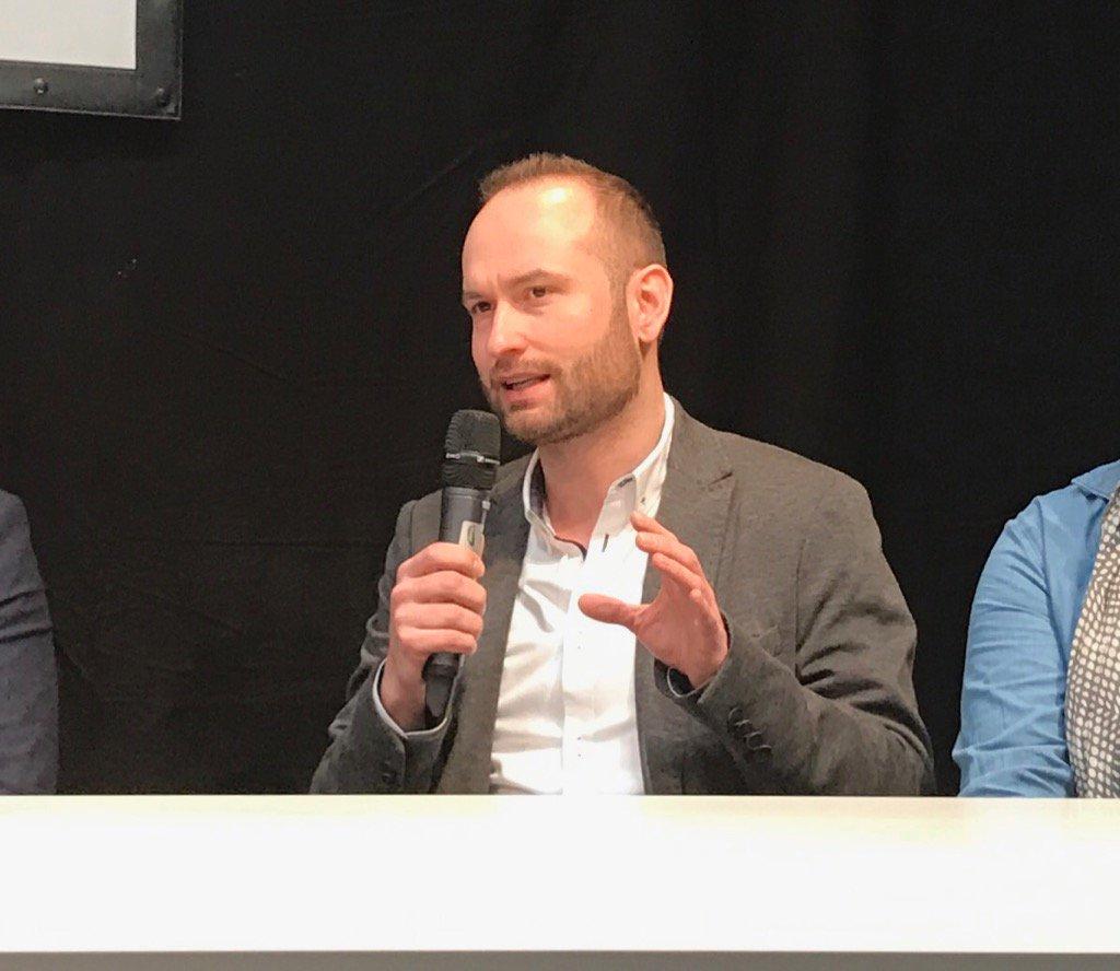 """""""Im kleinen Büro in Sindelfingen wird nicht neue Technologie entwickeln"""" @lukizzl #Daimler #digitallife #cebiteda https://t.co/CWDs0tm5YE"""