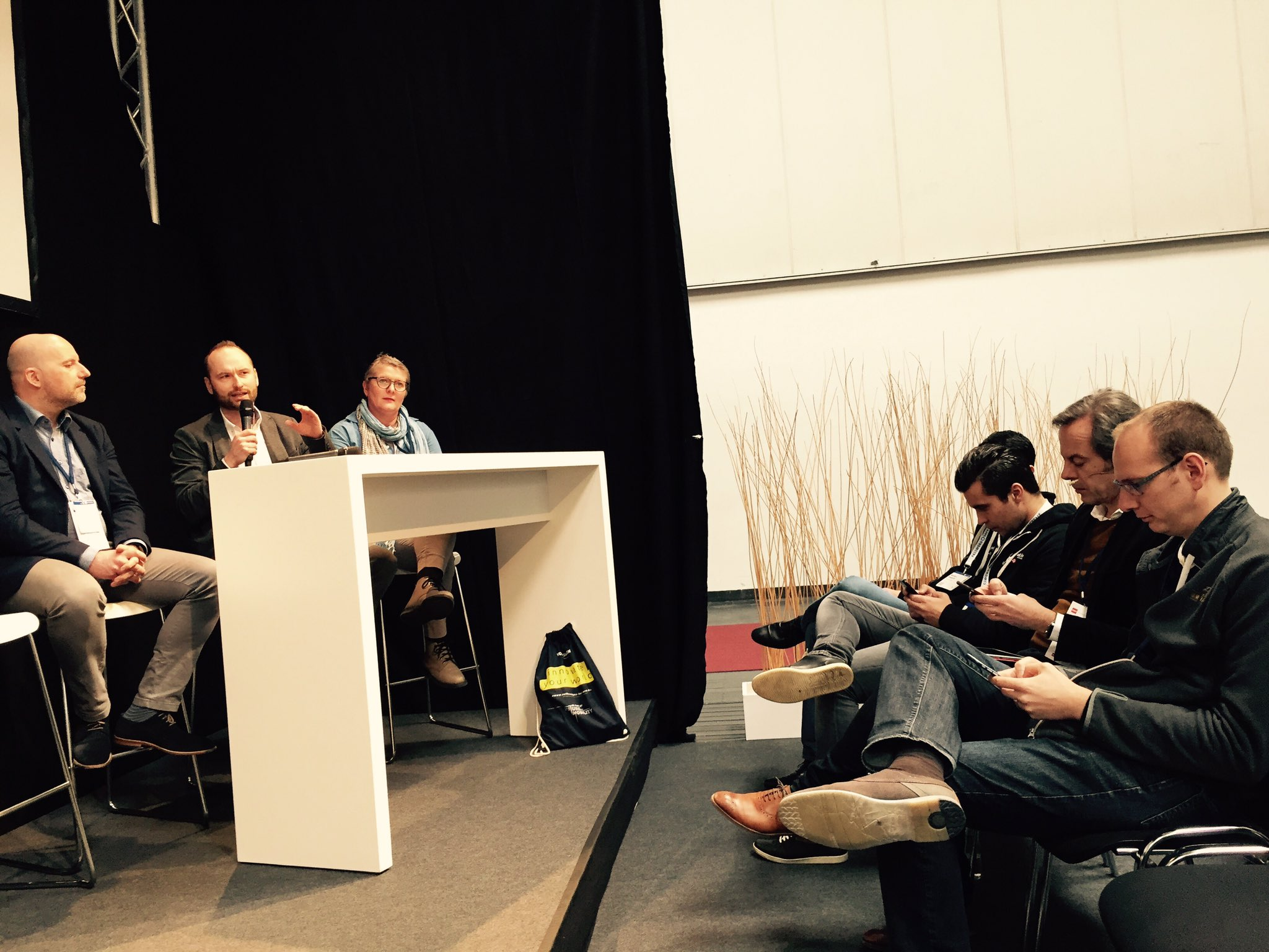 @lukizzl bezieht das @DigitalLife_DAI Team in der 1. Reihe mit ein, klasse! #wol  #cebiteda https://t.co/Y5sWrLhw2u