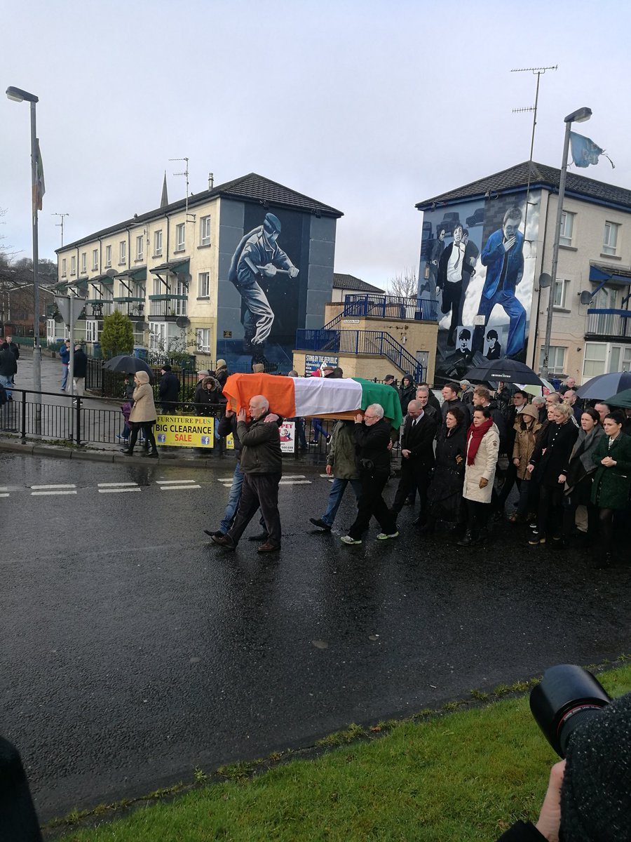 Cortege now entering the bogside. Perfect silence. https://t.co/SBanvE...