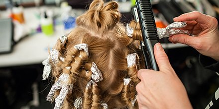 Spotted backstage: Team #Bumbleandbumble using foil to get the perfect curls #BbTip https://t.co/7gM7U6VYc1