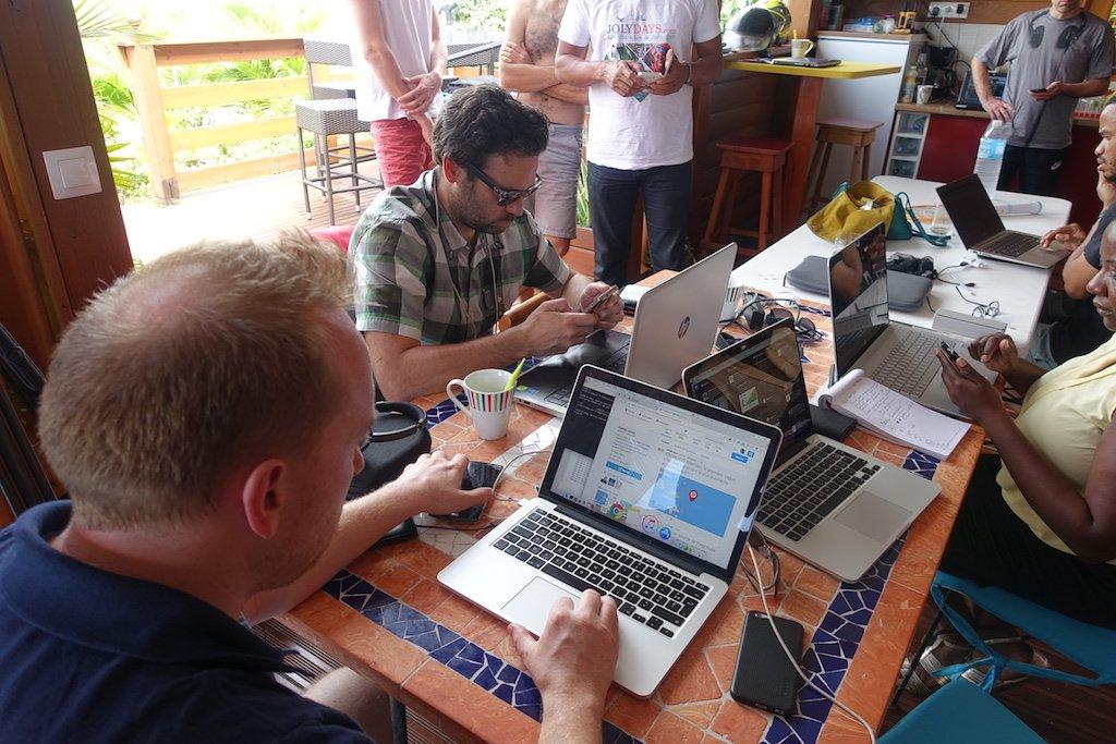 La cellule d'alerte des #hackers de @HAND_HackersND à Marie-Galante #[exercice] #Tsunami cc @CorentinLarose @ID_Tourisme<br>http://pic.twitter.com/IJyaVGSyDj