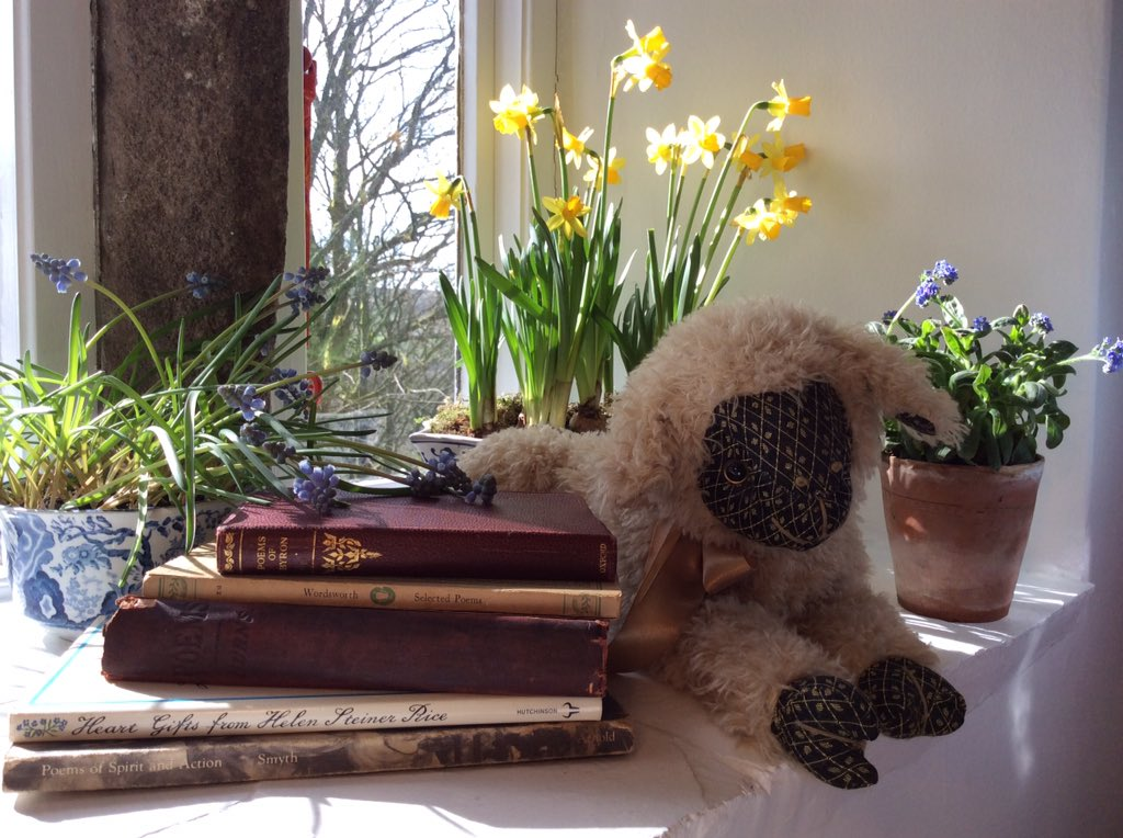 Oh to be in England on #WorldPoetryDay..#Browning A Chill #Rossetti Daffodils #Herrick #Wordsworth Forget me not &amp; Hyacinth #Keats #Reynolds <br>http://pic.twitter.com/RPXw8UuFz5