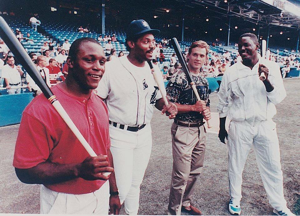 Sharing a Barry Sanders post.  This is gold.  With Yzerman, Fielder and Dumars at Tiger Stadium back in the day... https://t.co/HsiUgUssFb