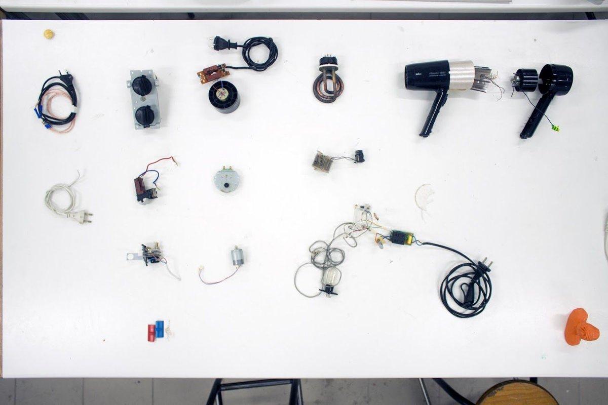 #hack: quand les étudiants de l'école Boulle se mettent à tout démonter @boulleparis #fablab #Blab #design  http:// buff.ly/2nx07qC  &nbsp;   @makeryfr<br>http://pic.twitter.com/L5CSv7kibE