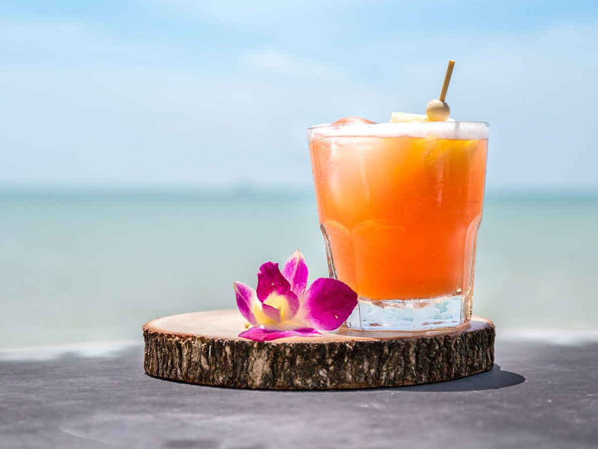 5 drinks worth sipping in Hawaii (the Blue Hawaii made the list!) via @sfexaminer- https://t.co/gSbH40WW3X https://t.co/F1GFWpRYmT