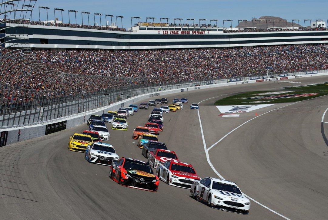 #NASCAR - Diminution de la capacité d&#39;accueil en tribune à Charlotte et Las Vegas ?  http:// dlvr.it/NhDVvw  &nbsp;   - via @usracingcom<br>http://pic.twitter.com/k3audEMacW