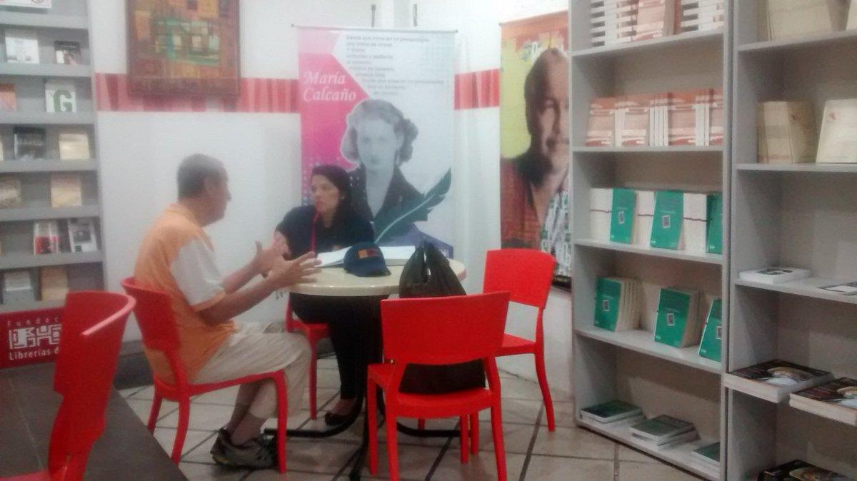 #EsNoticia Usuarios de la Librería del Sur reciben orientacion juridic...