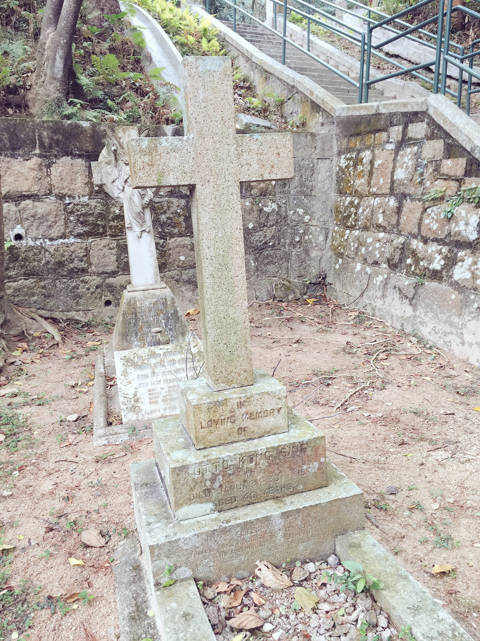 Grave of NSW-born Otto Kong Sing in the HK Cemetery at Happy Valley. https://t.co/tB56kYnptc