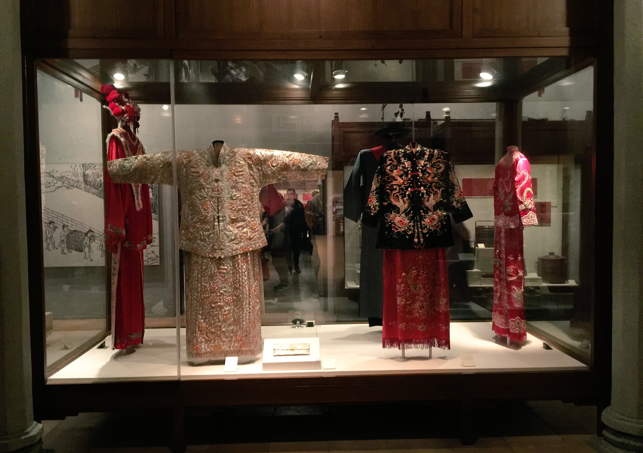 Exhibit on Punti wedding customs in Hong Kong at HK Museum of History. https://t.co/CMeFS5Xlsx