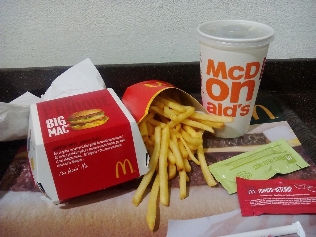 Aujourd&#39;hui au #dejeuner #McDonald  . Ma Raini tu me manque trop. Je t&#39;aime mon amour<br>http://pic.twitter.com/ZVeojf2W6s