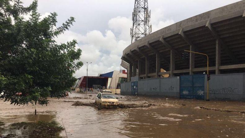 #LoMásRT Inundaciones obligan suspensión del torneo peruano.  https://...