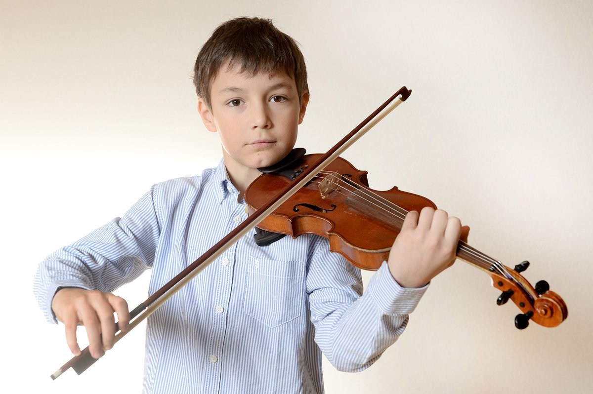 Aimé Ducret, le virtuose du #violon, a remporté la première place du Concours de Musique Riviera.  http:// bit.ly/2nInb6c  &nbsp;  <br>http://pic.twitter.com/TWZX3P5FnV