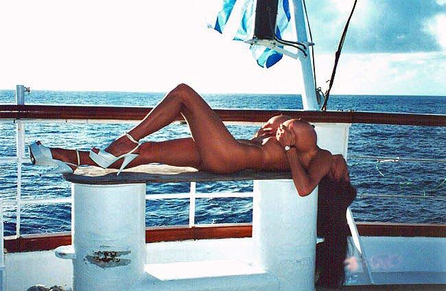 Boob cruise minka