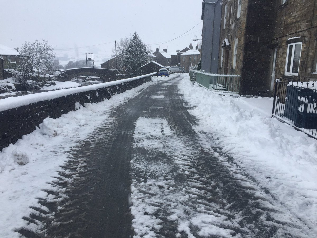And on the third day of Spring... Oh! #SnowDay #YorkshireDales <br>http://pic.twitter.com/wiYX9OqLWb