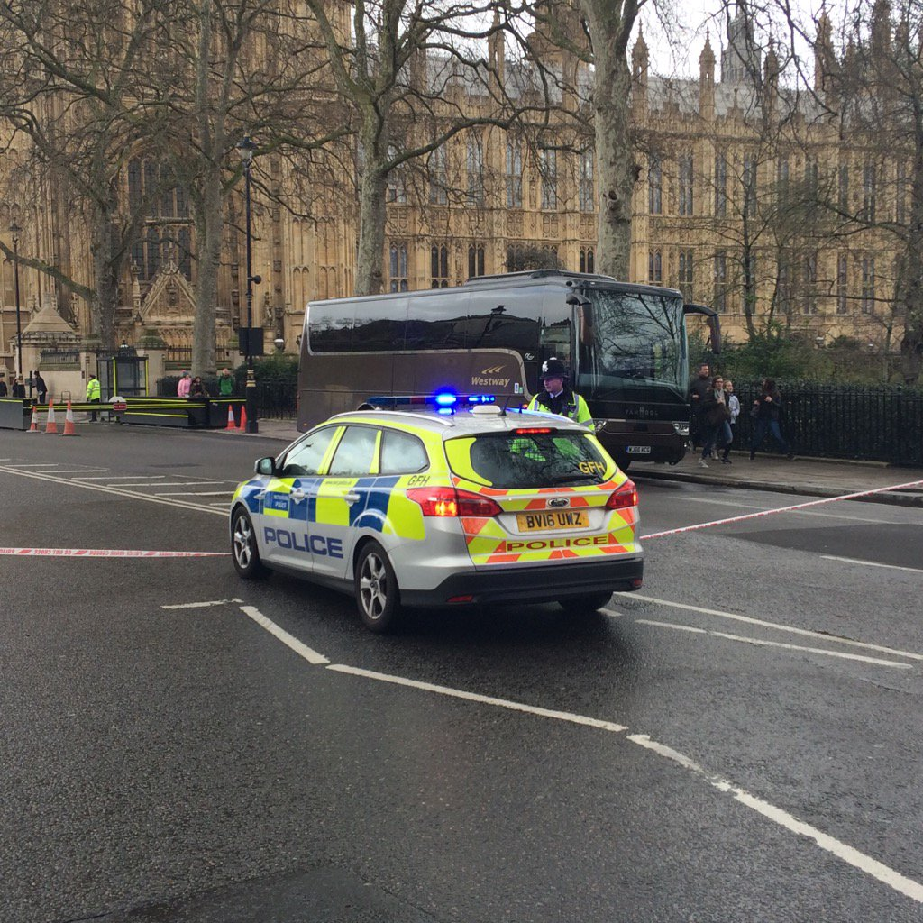 Police cars arriving em masse at Westminster