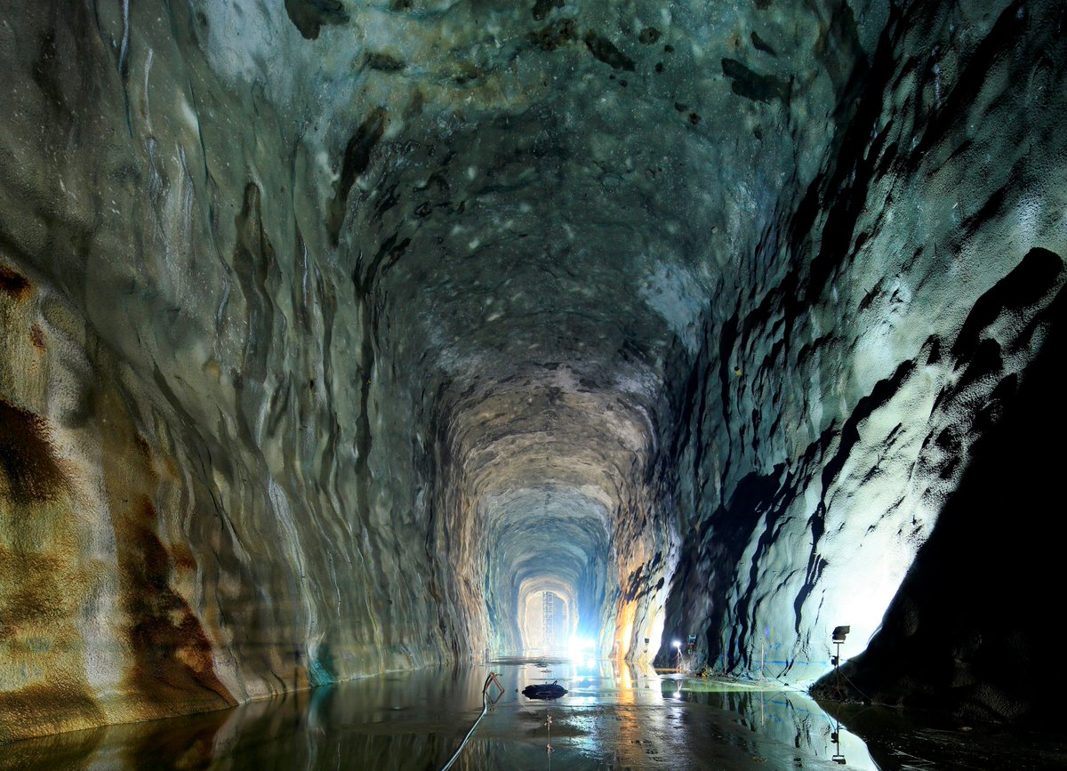 #Tunnelling Industry is worth 100bn $ annually ! The #ITA makes a global report of major projects underway :  http:// twitdoc.com/7QGS  &nbsp;  <br>http://pic.twitter.com/0wuzuSDU5y