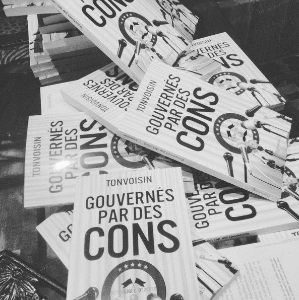 22 MARS DISPONIBLE EN FRANCE ET EN NAVARRE !  Gouvernés par des cons - Tonvoisin  @ed_Pygmalion #fnac  http:// livre.fnac.com/a10298031/Tonv oisin-Gouvernes-par-des-cons &nbsp; … <br>http://pic.twitter.com/TLFqk1DDF0