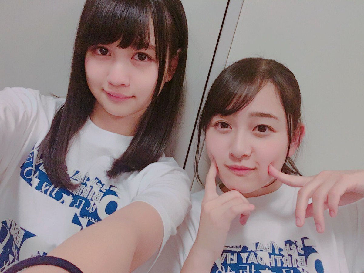 メンバーと一緒の中村麗乃