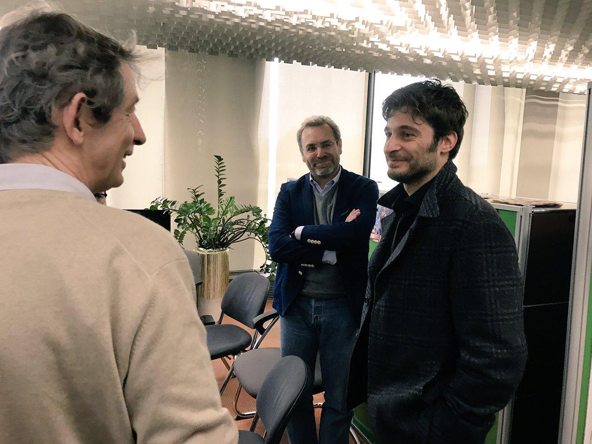 Lino Guanciale è arrivato in redazione! #LaPortaRossa https://t.co/L6M...