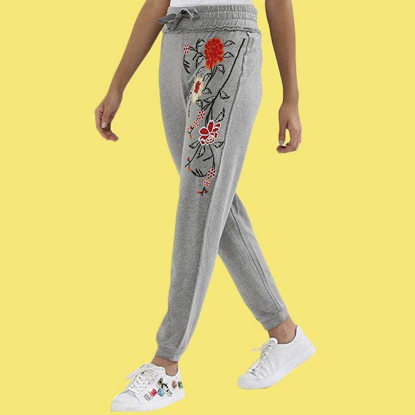 Stay #casual but in style with these #floral #print #joggers  https:// in.asaan.com/floral-embroid ery-joggers-PA34859 &nbsp; …   https:// goo.gl/WCwYWi  &nbsp;   #womenswear #asaanhq #honkit<br>http://pic.twitter.com/V88M9dSMmU
