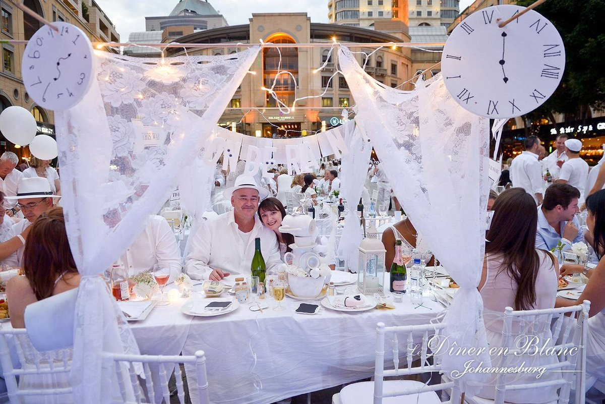 Diner En Blanc Jhb On Twitter We Loved This Alice In Wonderland Themed Table At Debjhb2017 Well Done To The Fabulous Guests Behind It Best Table Decor Indeed Https T Co Ygoxn4fjtf