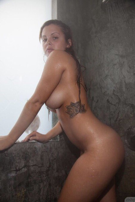 3 pic. Do you sing in the shower? https://t.co/J0WZFFyh4r