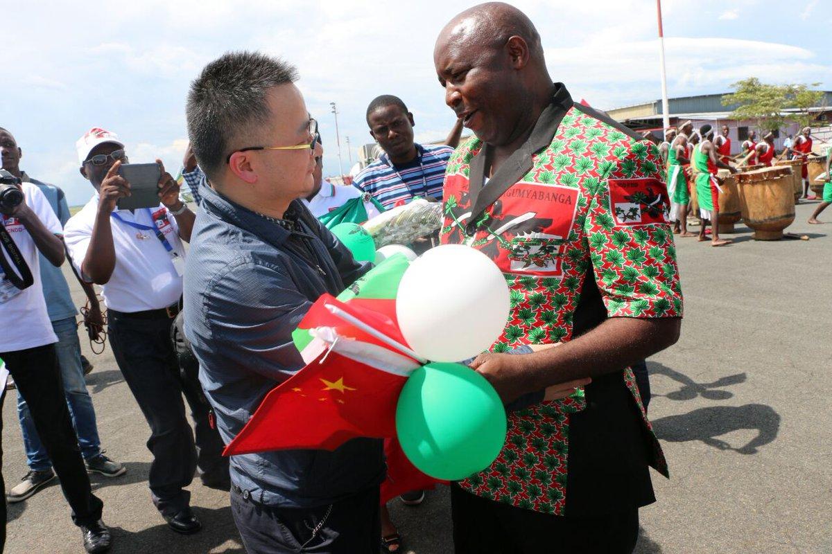 #Burundi La délégation du Parti Communiste en #Chine (PCC) vient d'atterrir à @MairieBujumbura, accueillie par la Direction du @CnddFdd<br>http://pic.twitter.com/uNCpK8vjaf