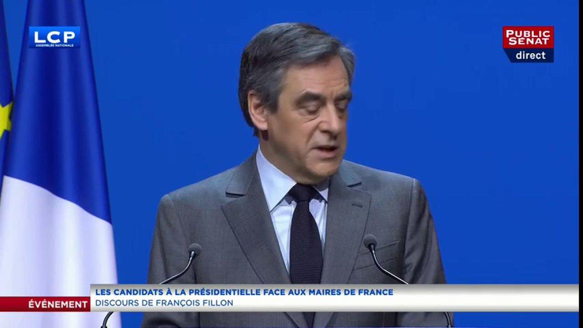 #AMF2017 @FrancoisFillon s'adresse aux maires : 'Sans vous la République serait déracinée.'