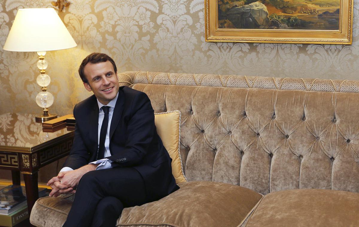 Le #look d'Emmanuel #Macron : 'Il a voulu atténuer son côté golden boy...