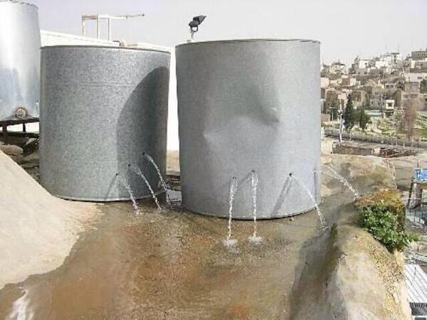 En #Palestine, même les réservoirs d&#39;eau sont pris pour cible... Faut pas avoir soif... #israël #JourneeMondialeEau<br>http://pic.twitter.com/yS8QLiVqVx