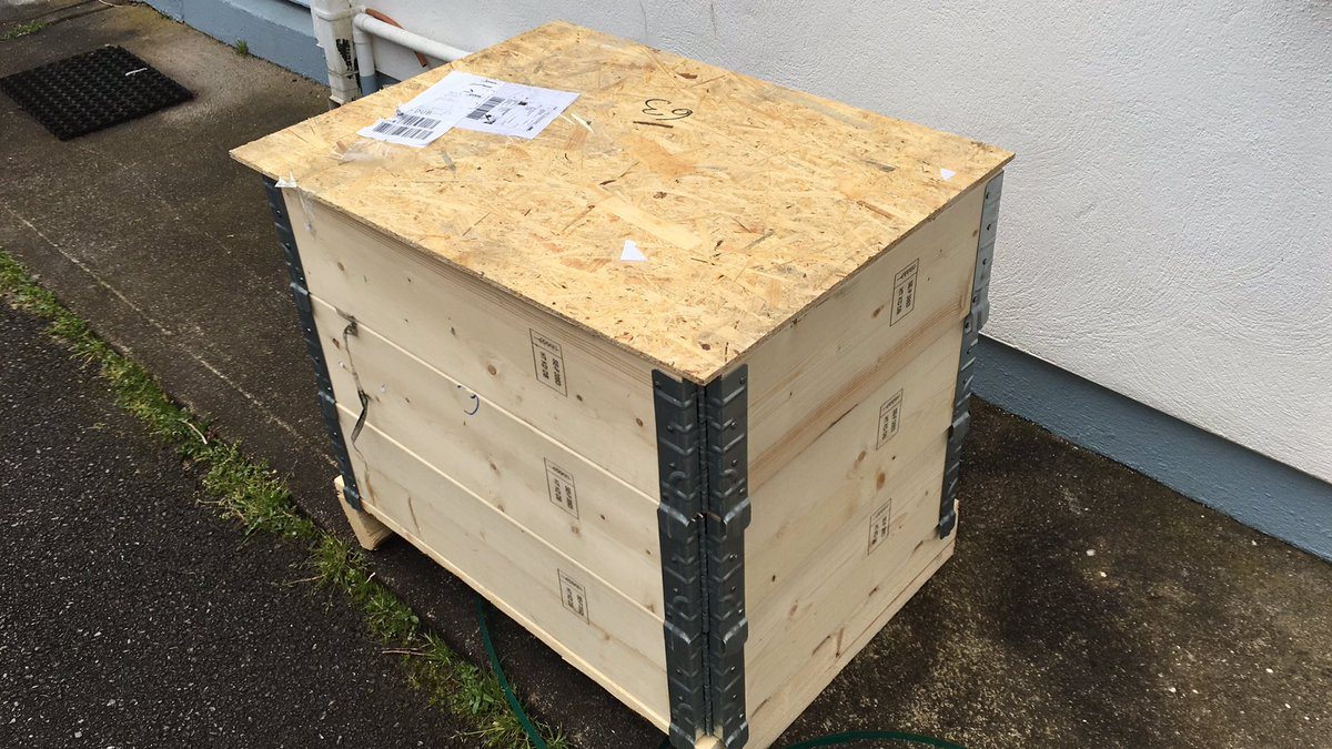 Brand new compressor for #IVT heat pump. Some hipster would be delighted with the box for their coffee table! <br>http://pic.twitter.com/Op5XqKgngx