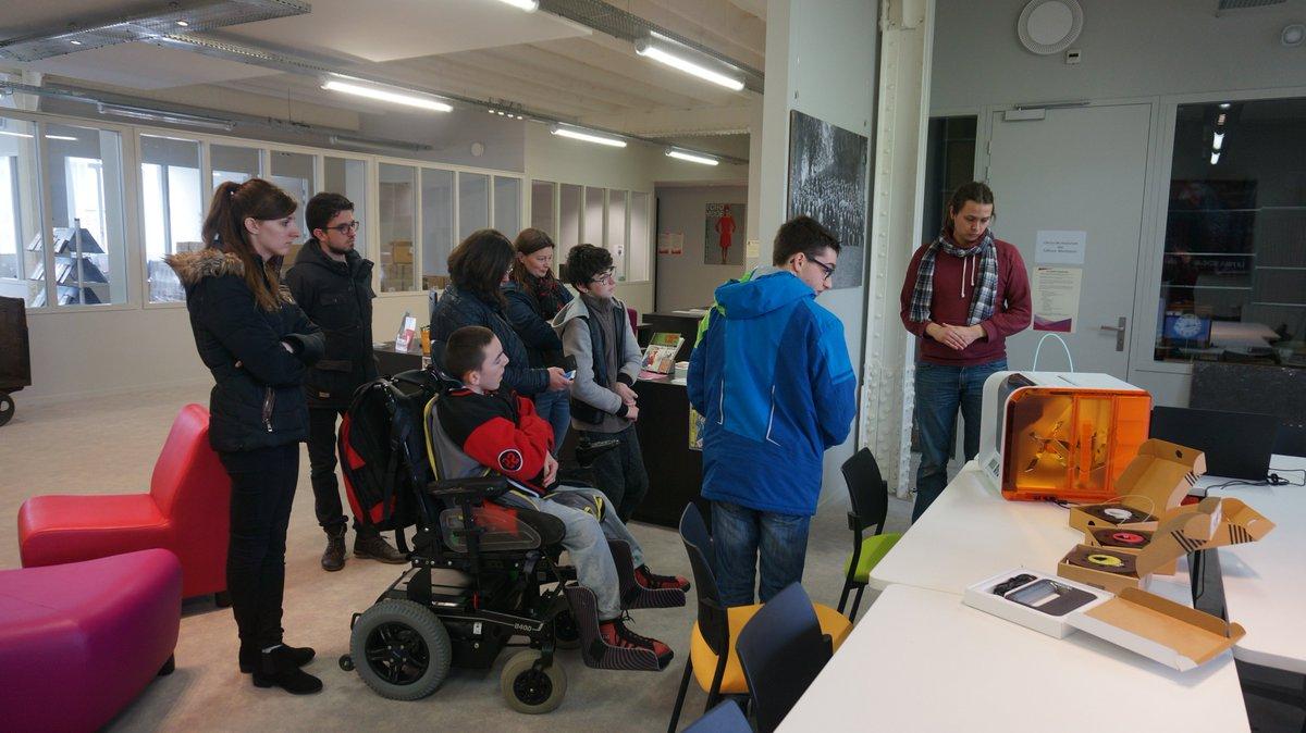 Retour sur la visite du CHM de Plérin hier au @PetitEchoMode et sur leur découverte l&#39;impression 3D #3Dprinting #Châtelaudren @LeffArmor<br>http://pic.twitter.com/hVcqrs182a