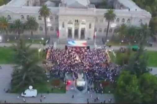 "El ""masivo"" acto de Piñera https://t.co/nmE6mcJXX1"