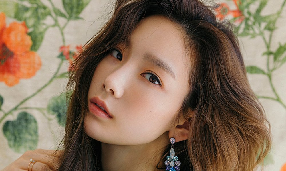 Taeyeon\'s \'My Voice\' is the first female solo album to surpass 100,000 sales on Hanteo