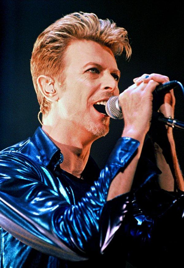 J&#39;aime trop cet homme #Bowie #DavidBowie  <br>http://pic.twitter.com/m7BWTBJzjR
